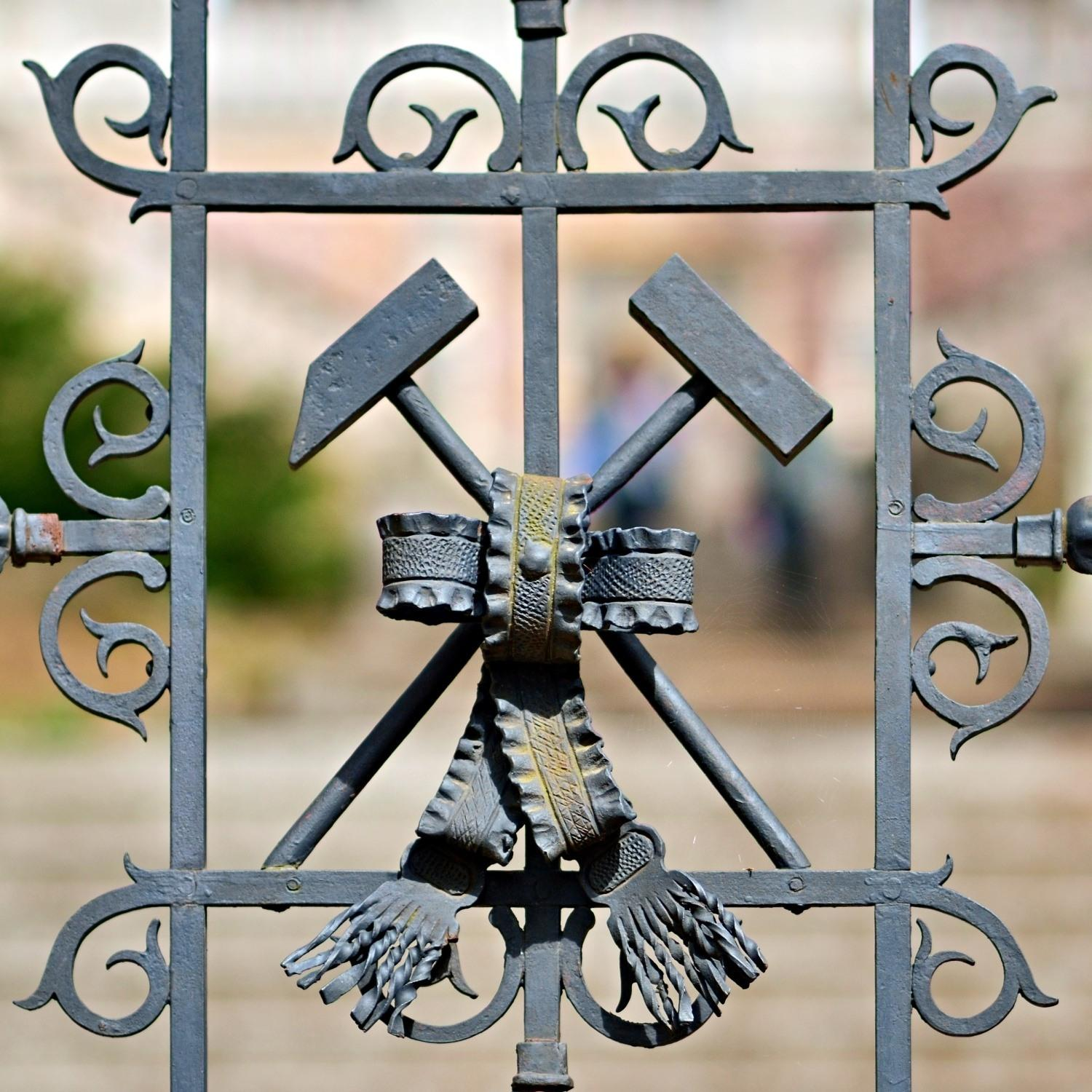 A detail of the mining insignia—hammer and mattock—can be found on the forged entry gate to the Botanical Garden. - © Jan Petrik