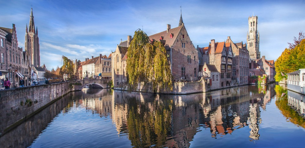 The Rozenhoedkaai during wintertime—one of Bruges' most romantic hotspots. – © Jan D'Hondt / VisitBruges
