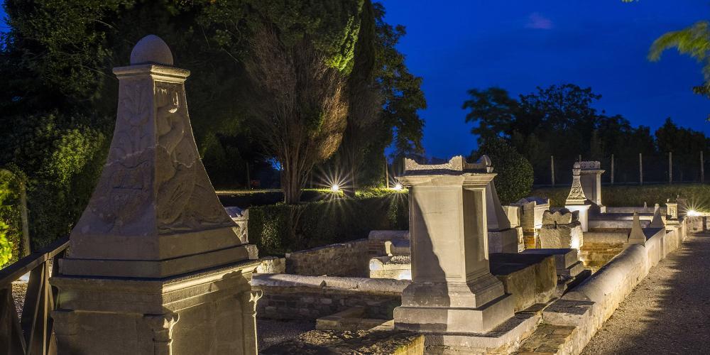 The Necropolis at night – © Gianluca Baronchelli