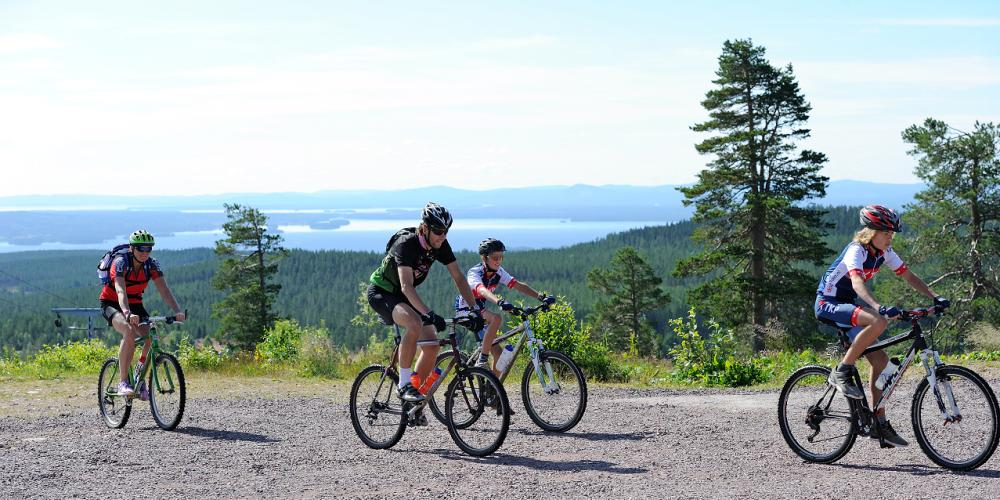 Enjoy the fantastic views over the Lake Siljan district and wilderness from several of the trails. – © Grönklittsgruppen
