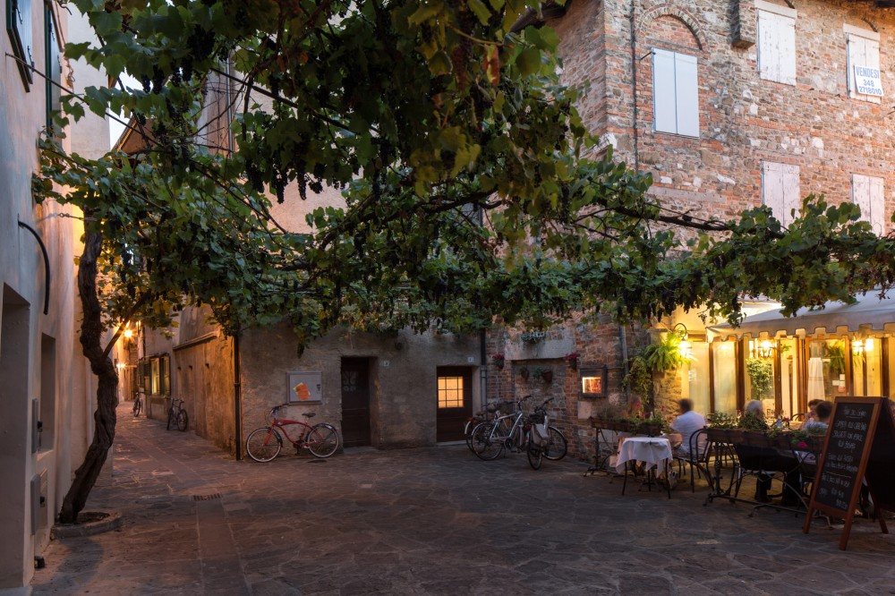 Grado has charming bars and restaurants serving local dishes of freshly-caught fish and shellfish. – © Massimo Crivellari / PromoTurismoFVG