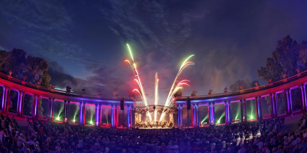 The closing Sanssouci Prom Concert with fireworks has become a tradition and is an annual highlight for open air music enthusiasts. – © Andre Stiebitz / PMSG