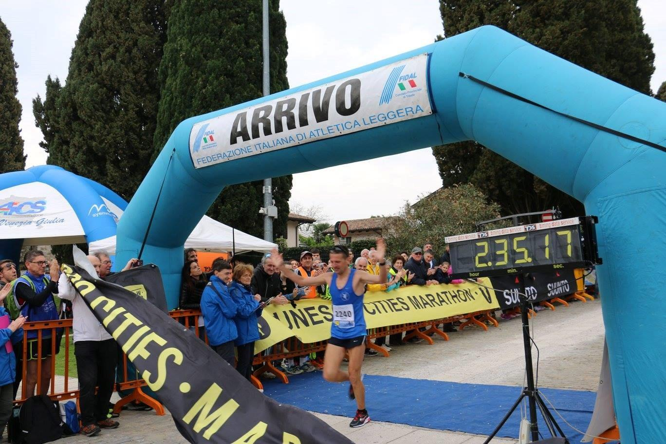 Saverio Giardiello crossing the finish line at the 2017 UNESCO Cities Marathon – © A. Fogar
