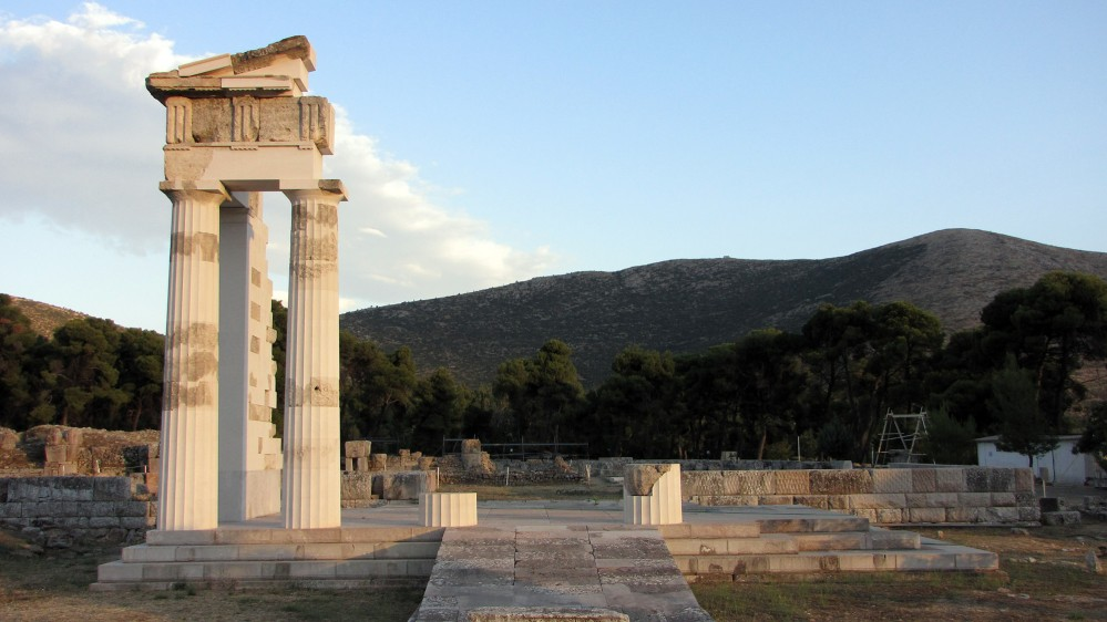The restored Propylon of the ceremonial banquet hall shows the high level of preservation found at the site. – © Hellenic Ministry of Culture and Sports / Ephorate of Antiquities of Argolida