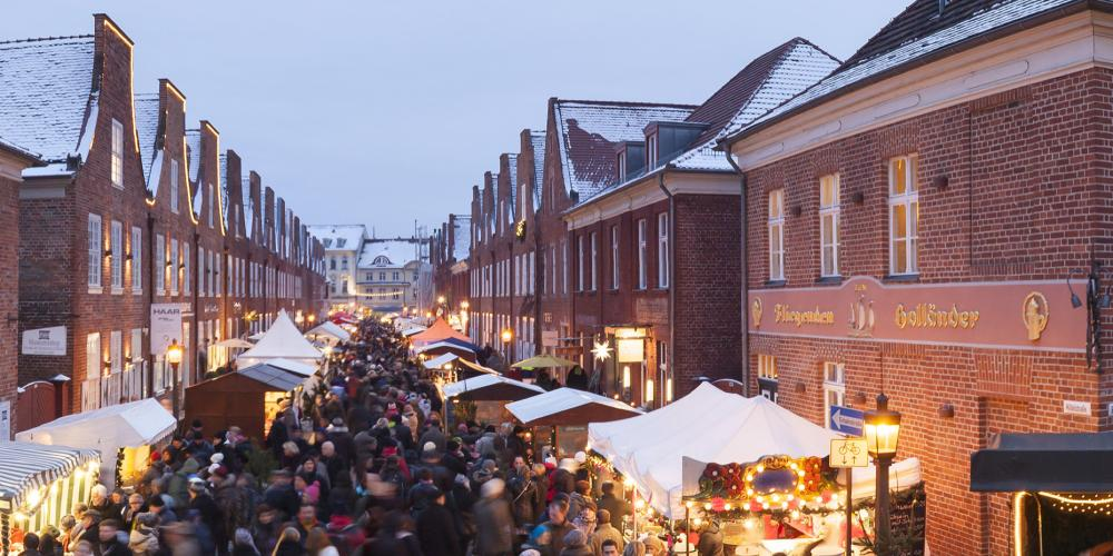 "Music, spectacles and culinary specialties for the whole family await you at the Dutch ""Sinterklaas"" festival in the authentic atmosphere of the unique Dutch Quarter. – © Andre Stiebitz / PMSG"
