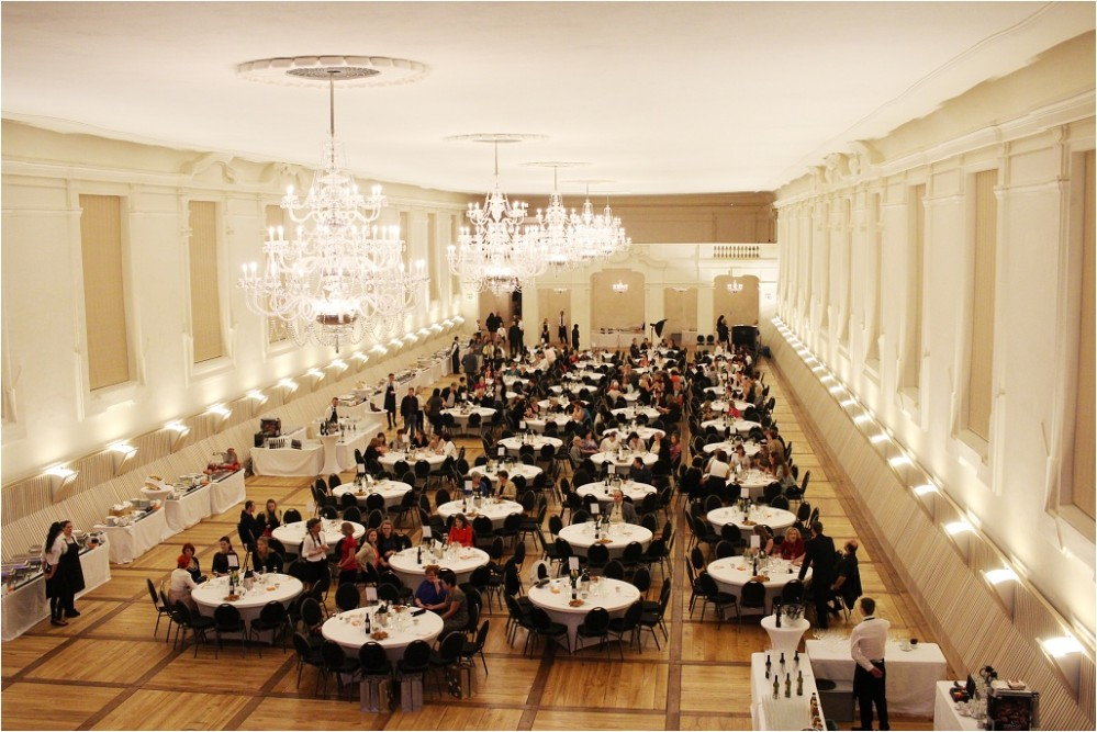 The Winter Riding-Hall is fully renovated and with almost one thousand and two hundred square metres allows wedding ceremonies up to 500 people under one roof. – © Lenka Beránková