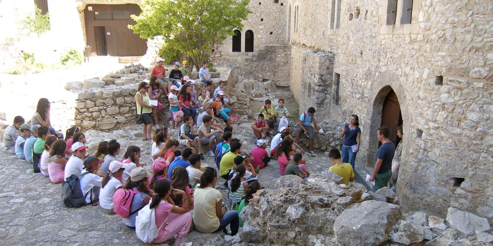 Visitors can join in an educational programme at the Chlemoutsi Castle. – © Hellenic Ministry of Culture and Sports / Ephorate of Antiquities of Ilia