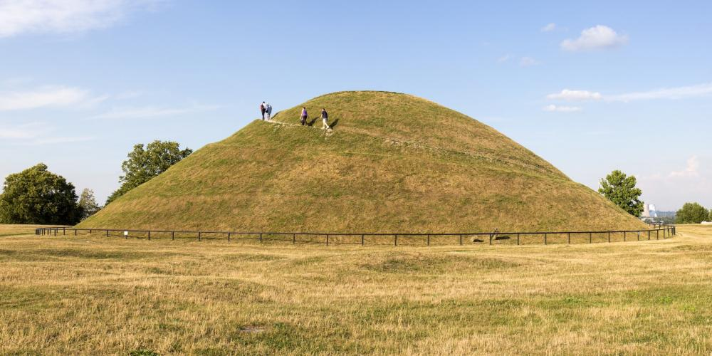 Krakus Mound, a prehistoric grave hill, believed to be the resting place of Krakow's mythical founder, the legendary King Krakus – © Pixeljoy / Shutterstock