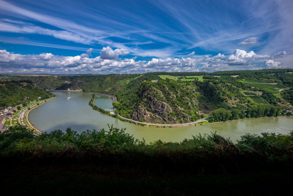 The distinctive Loreley Cliff, the Middle Rhine's famous landmark, towers 125 meters above the river. According to the legend, Loreley used to sit here, combing her long blonde hair, and sending smitten sailors to their doom. – © Herbert Piel / Piel Media, Rheintouristik Tal der Loreley