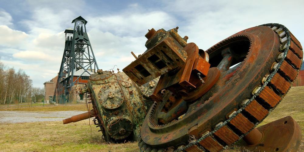 Old mining machinery at Bois du Cazier – © Luc Viatour / https://Lucnix.be
