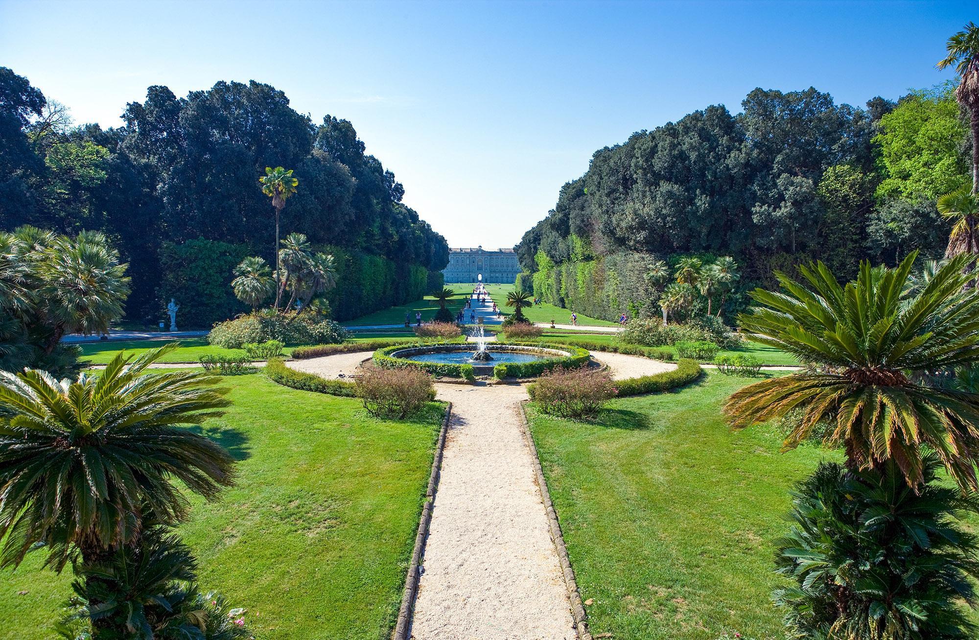 Le parc a été achevé par Carlo Vanvitelli, qui a suivi les plans de son père Luigi,  conservant la composition alternant fontaines, pièces d'eaux, plaines et chutes d'eau. – © Gimas / Shutterstock