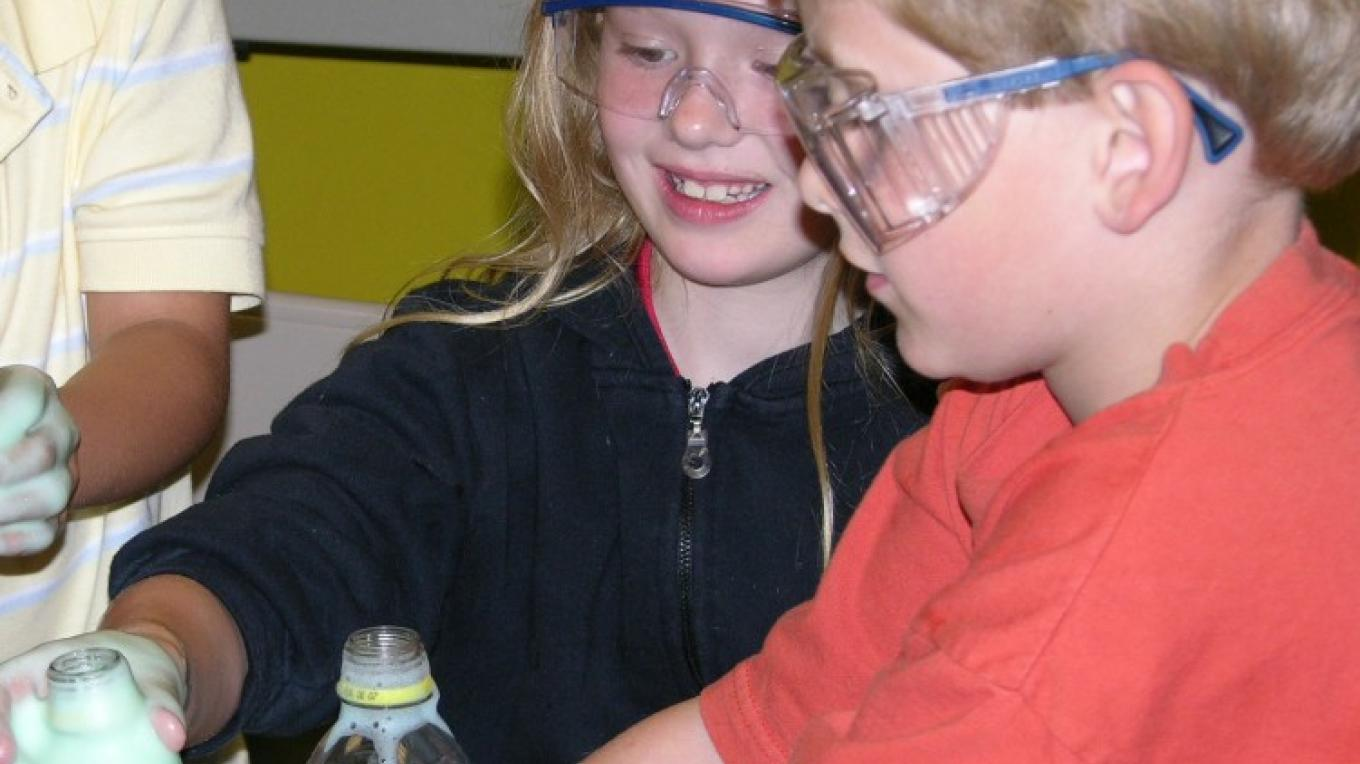 Kids explore hands-on science at CMOST – CMOST staff