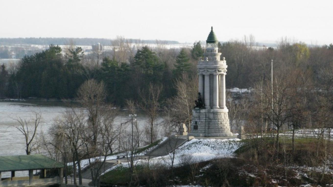 Crown Point Memorial Lighthouse. – Courtesy of Cathy Frank