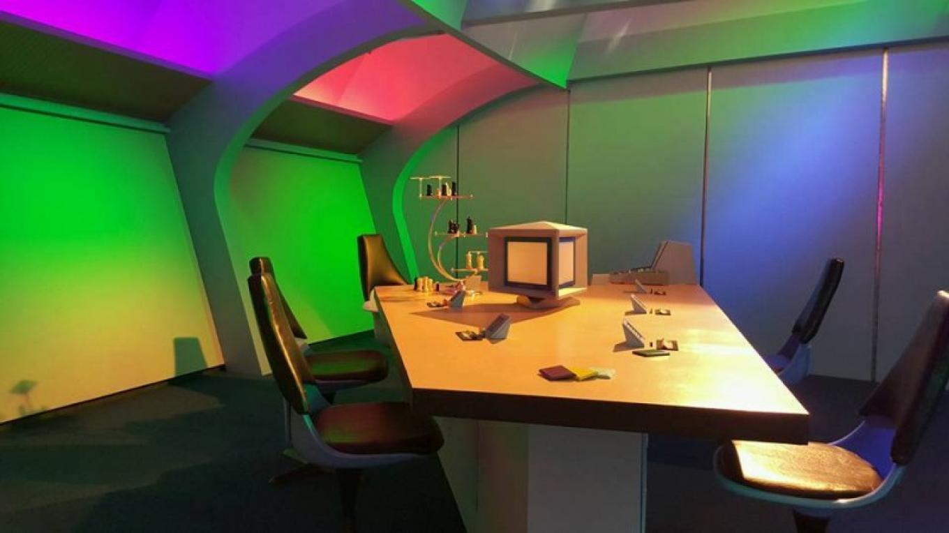 The Briefing Room. – Courtesy of and copyright by Star Trek Original Series set Tour and CBS.