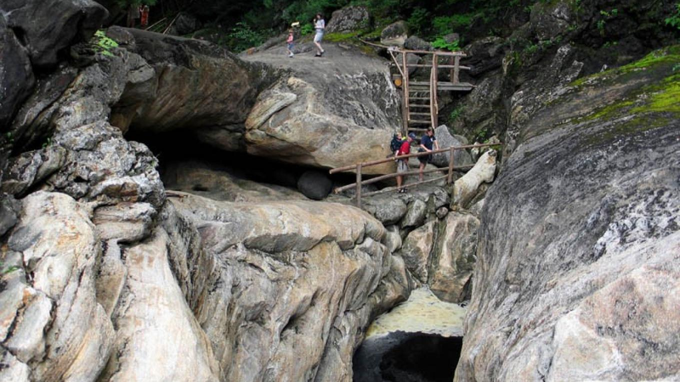 The Whirlpool and Lost Pool Cave. – Greg Beckler