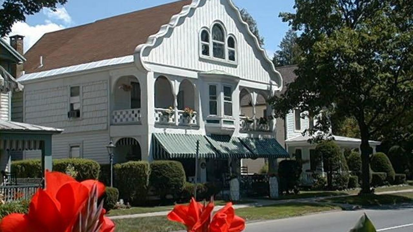 Six Sisters B&B located on picturesque Union Avenue. – Innkeeper