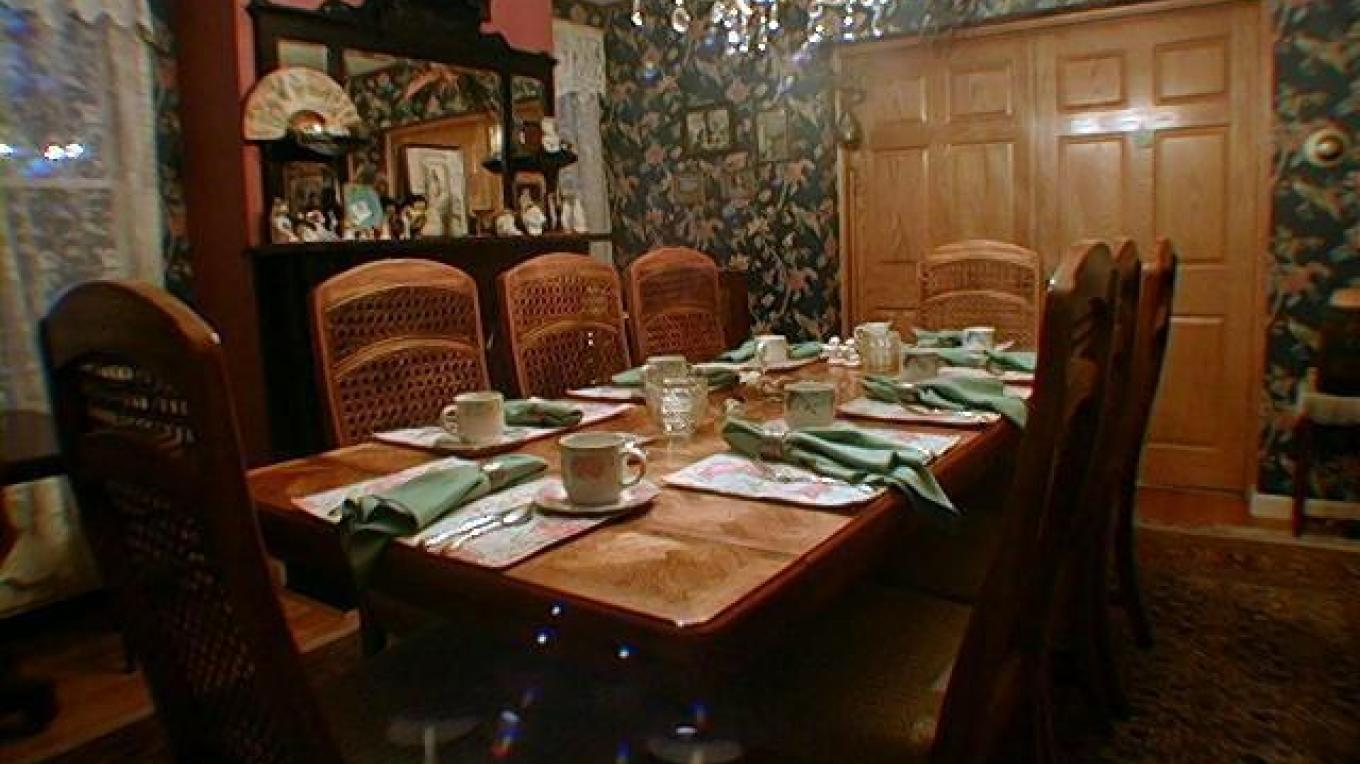 Dining Room where full breakfast is served. – Innkeeper
