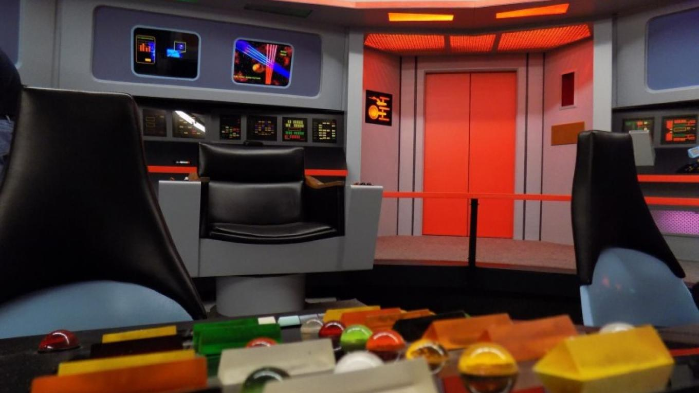 Helm, Captain;'s Chair andTurbo Lift. – Courtesy of and copyright by Star Trek Original Series set Tour and CBS.