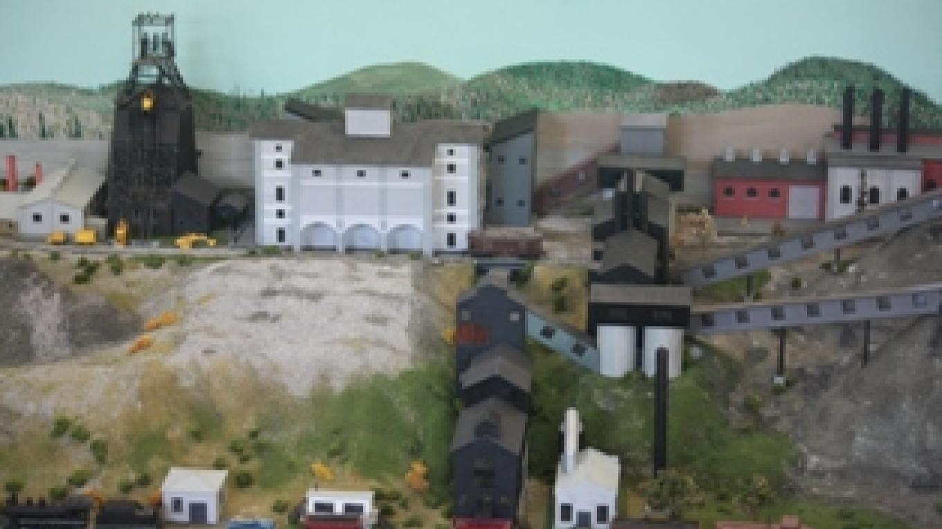 The diorama of the workings of the mines above ground.