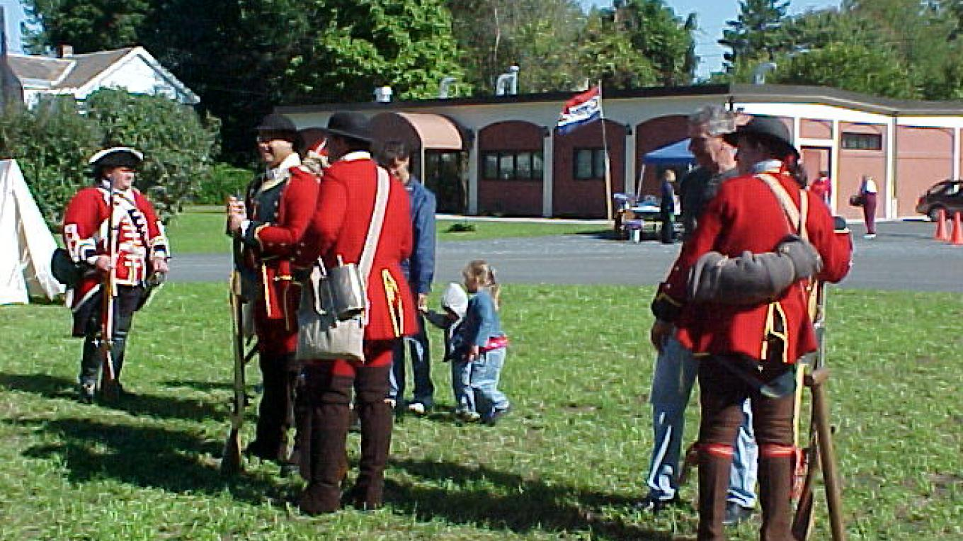Reenactors outside the Roger's Island Visitor Center – Rogers Island Visitor Center