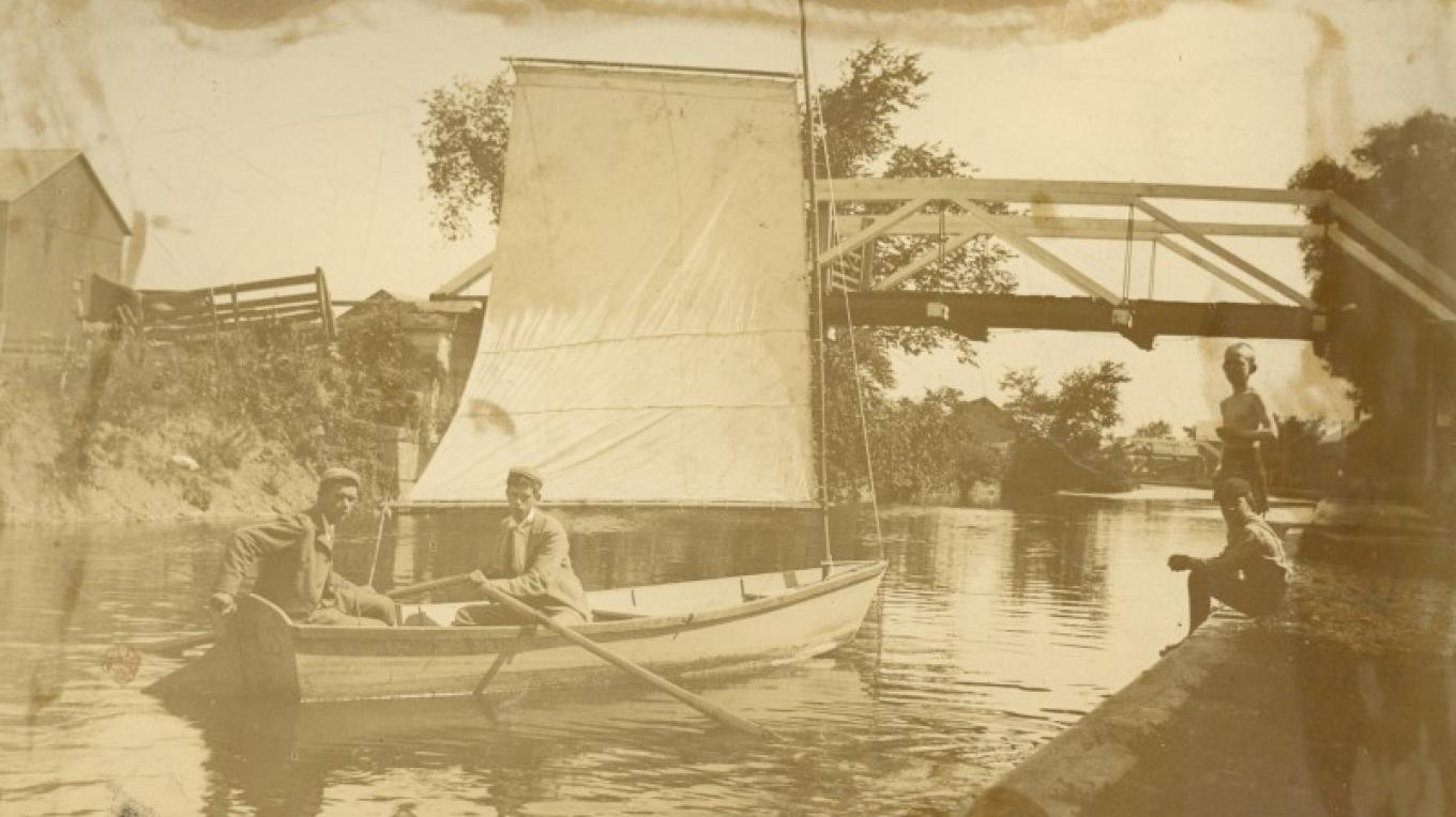 Boys sailing on the canal – Stillwater Town Historian