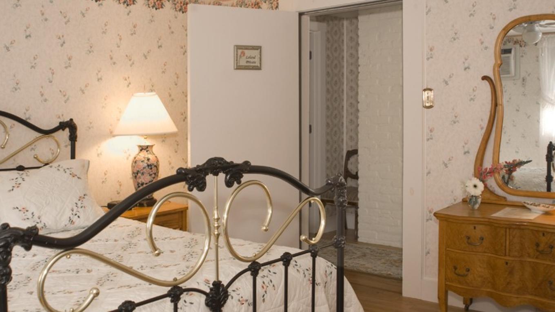 Queen bedroom – Beth Campbell