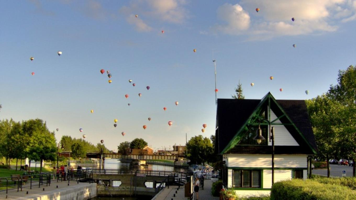 View of the International Balloon Festival of Saint-Jean-sur-Richelieu from Lock No. 9. – Parks Canada - Alain Malo