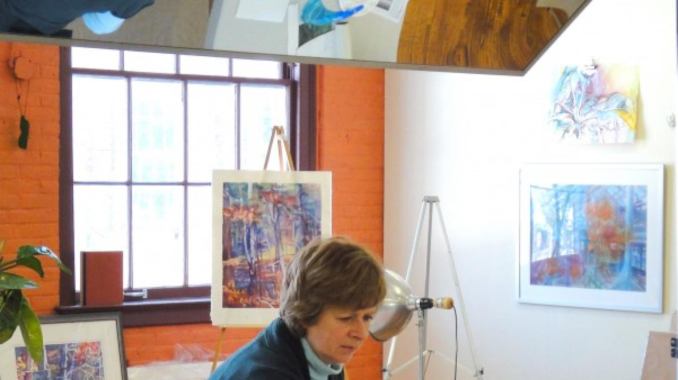 Watercolor artist and teacher Betty O'Brien at work in her studio. – Kate Austin-Avon
