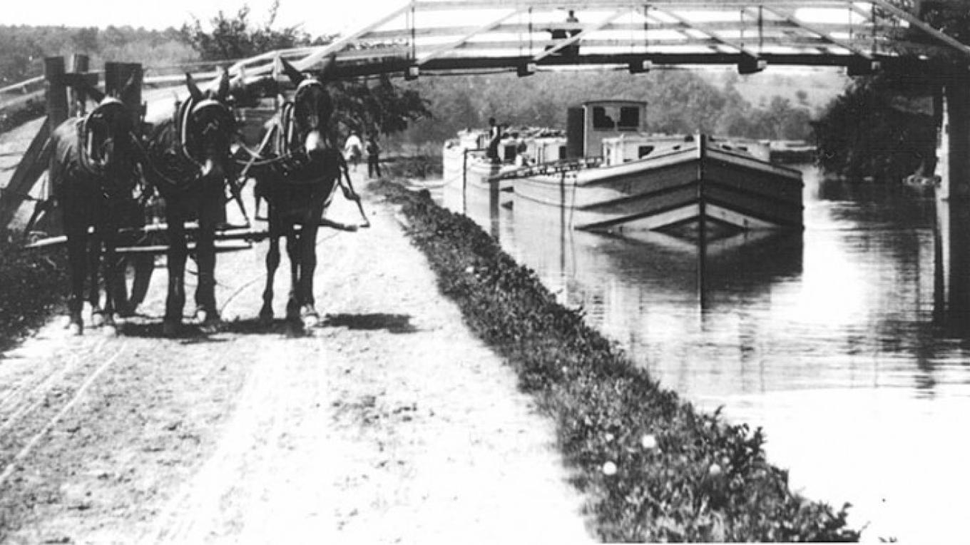Canal Boat in Vischer Ferry Nature and Historic Preserve – unknown
