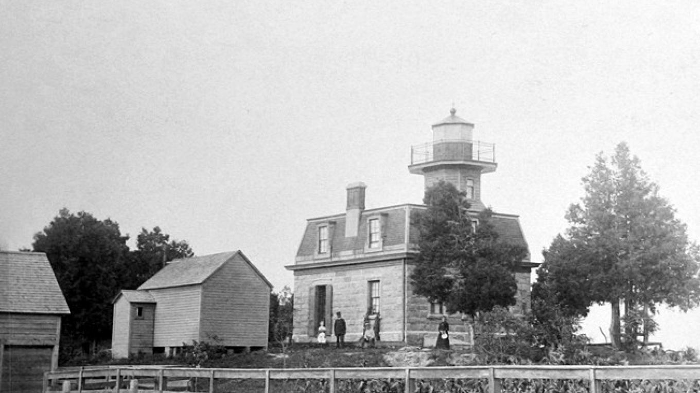 An early view of Barber's Point Lighthouse. – Courtesy National Archives
