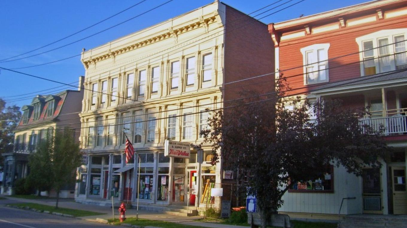 Downtown Salem, NY – Wikimedia/ Daniel Case