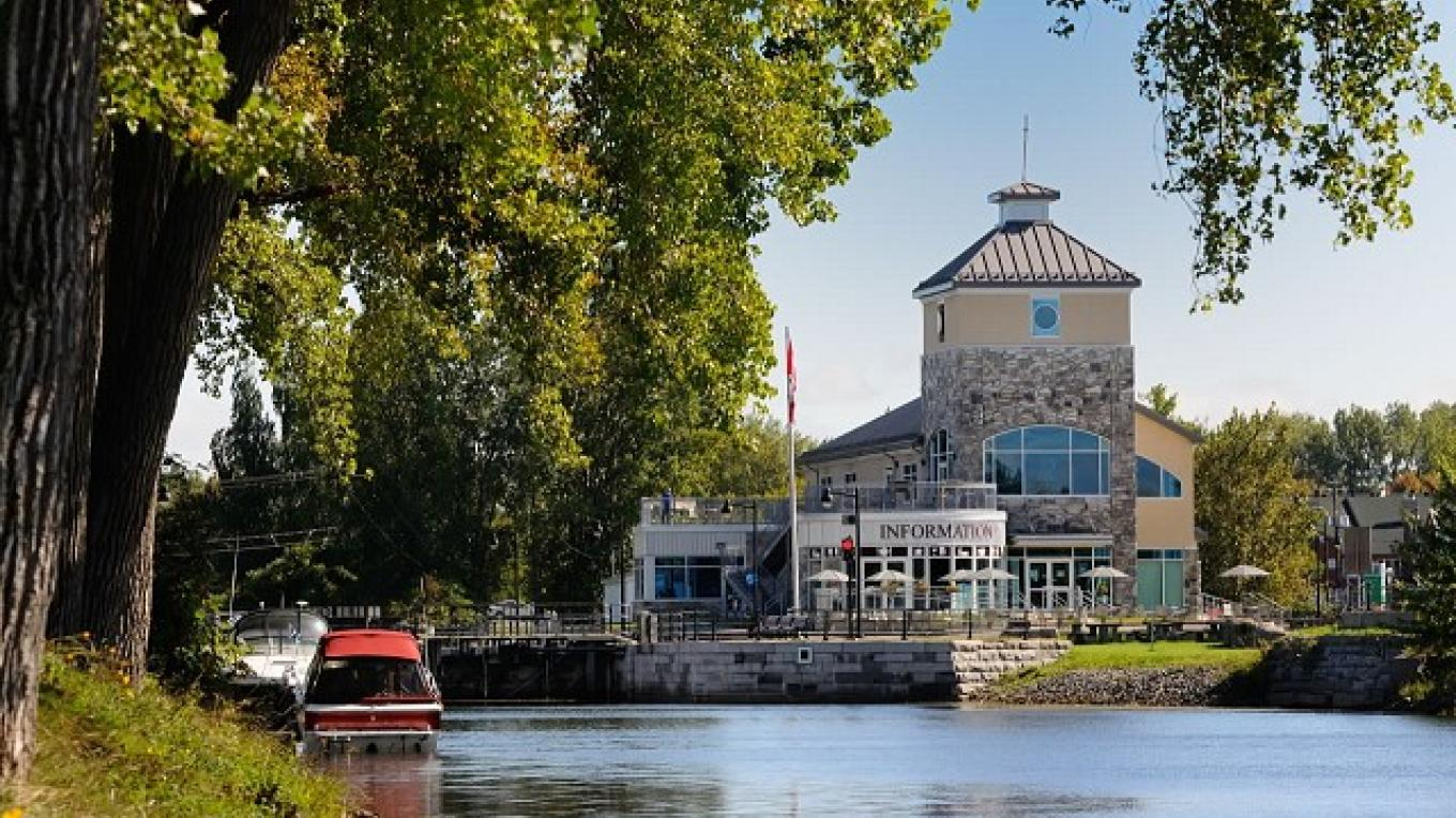 The Lachine Visitor Services Centre, a multiservice building with lookout terraces, is just steps away from the Lachine Canal and Lock No. 5. – Parks Canada