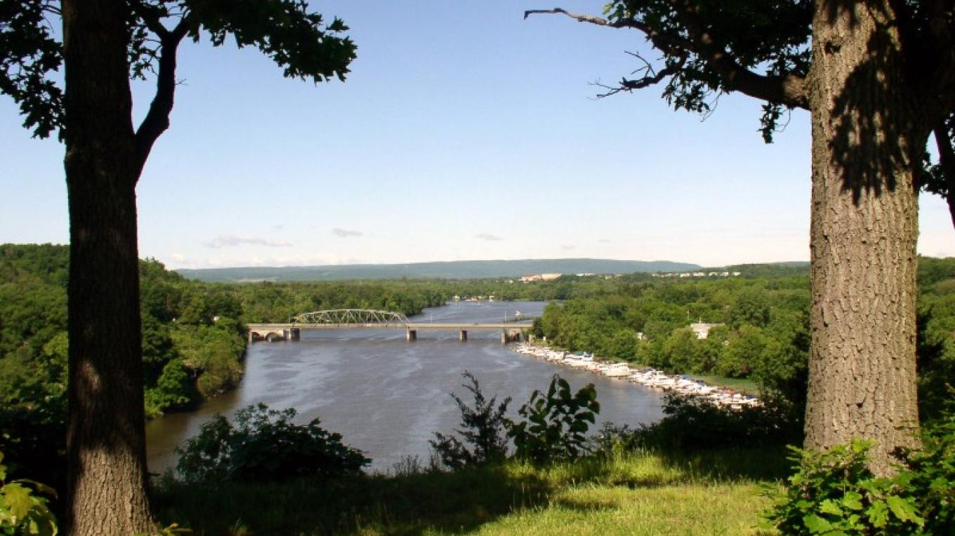 Rexford Crossing in the foreground with the upstream Mohawk Valley to the west. – 2003 MTSBC, Inc