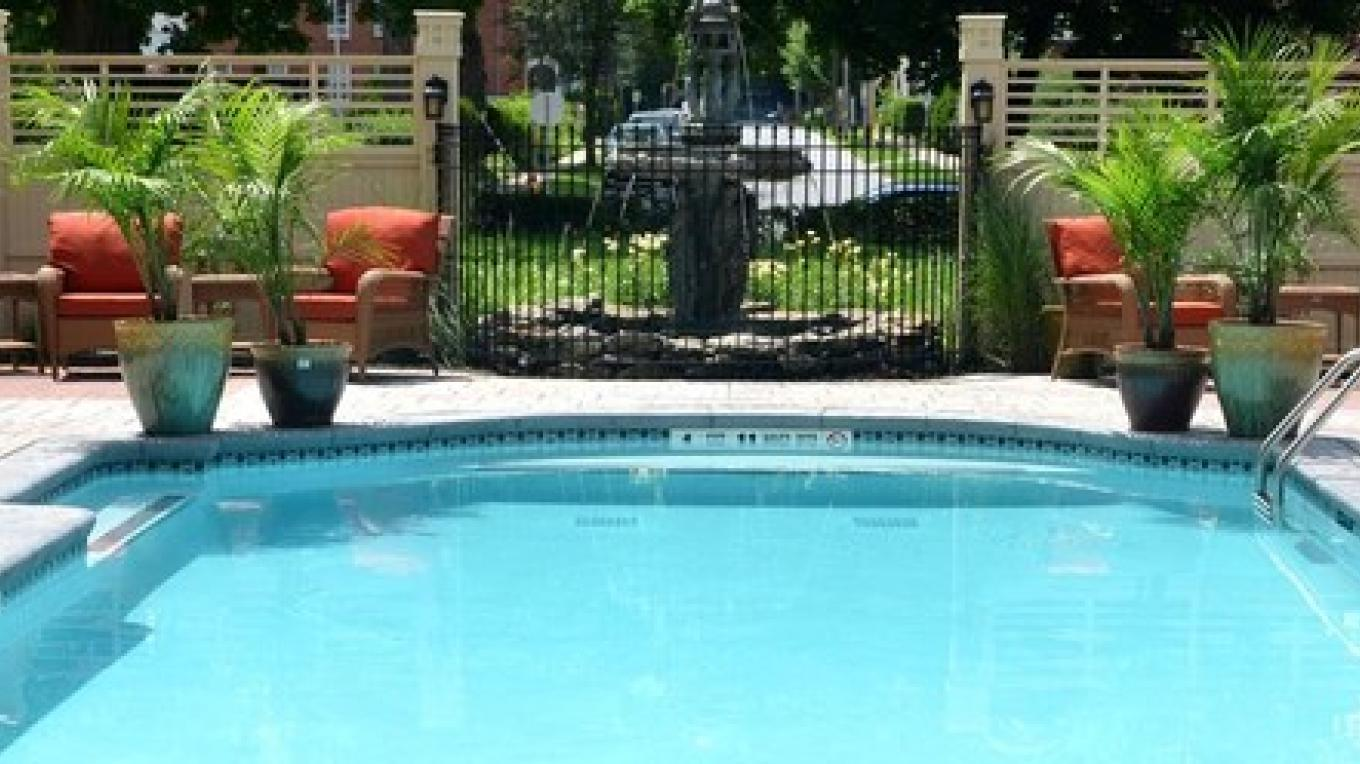 Union Gables Outdoor Pool
