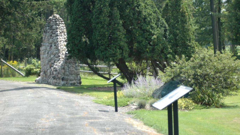 Wayside Walk, gardens and original farm entrance