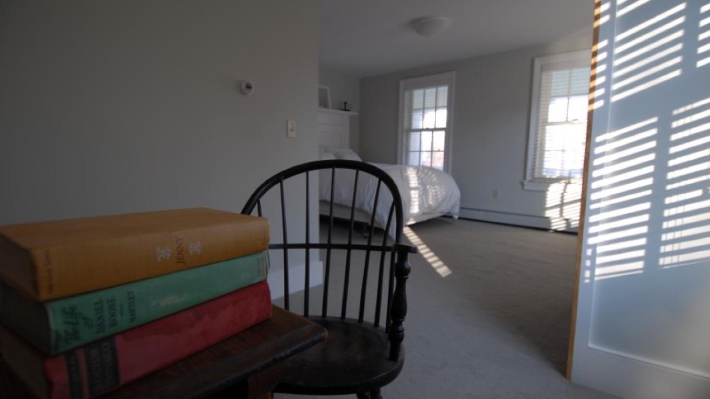 Guest room – Frank Konesky