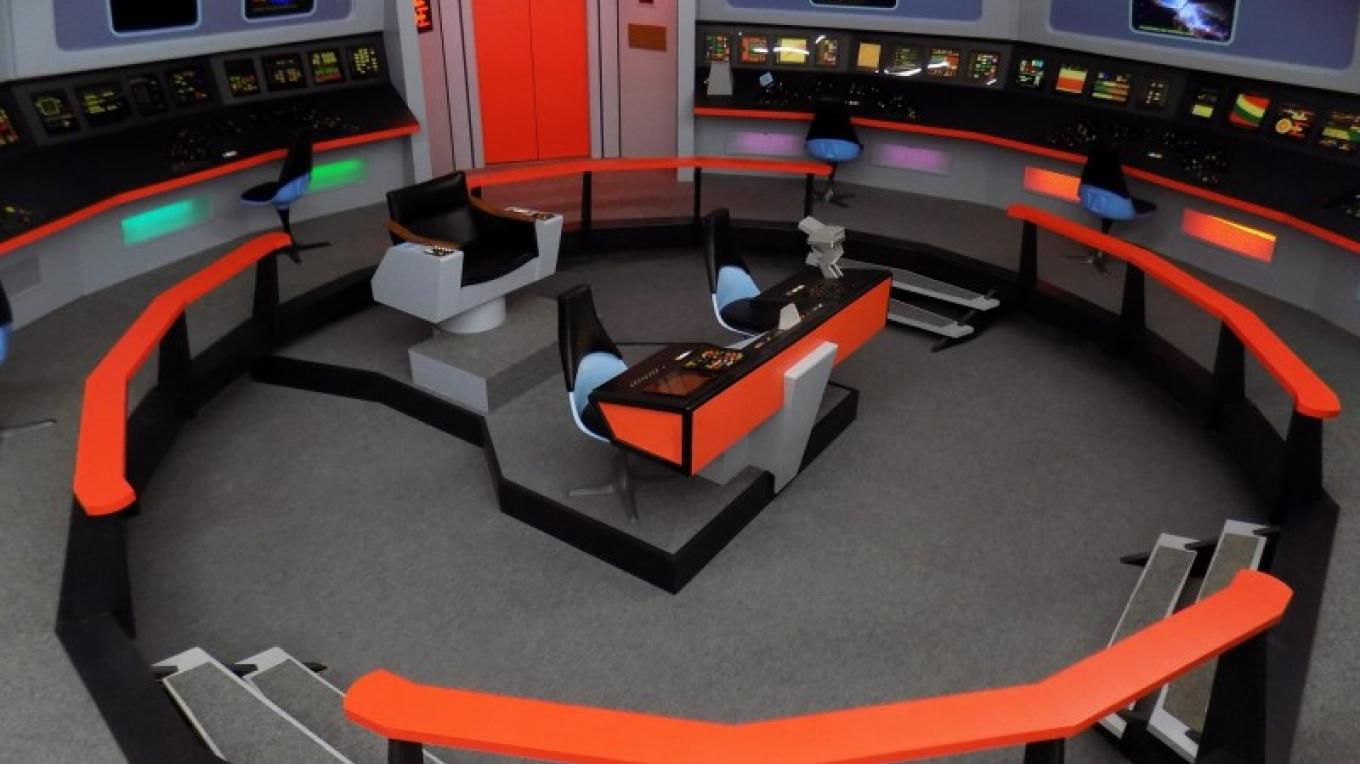 Panoramic bridge set view. – Courtesy of and copyright by Star Trek Original Series set Tour and CBS.