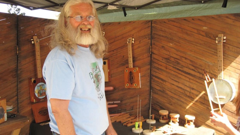 Silas Stannard with his cigar box guitars and folk art toys – Bonnie Bladen