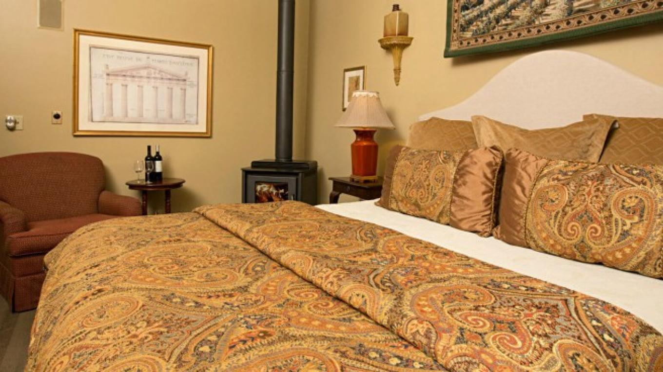 The Doris Suite at the Victoria Inn in Murphys, California: http://www.victoriainn-murphys.com – Digimanstudios.com