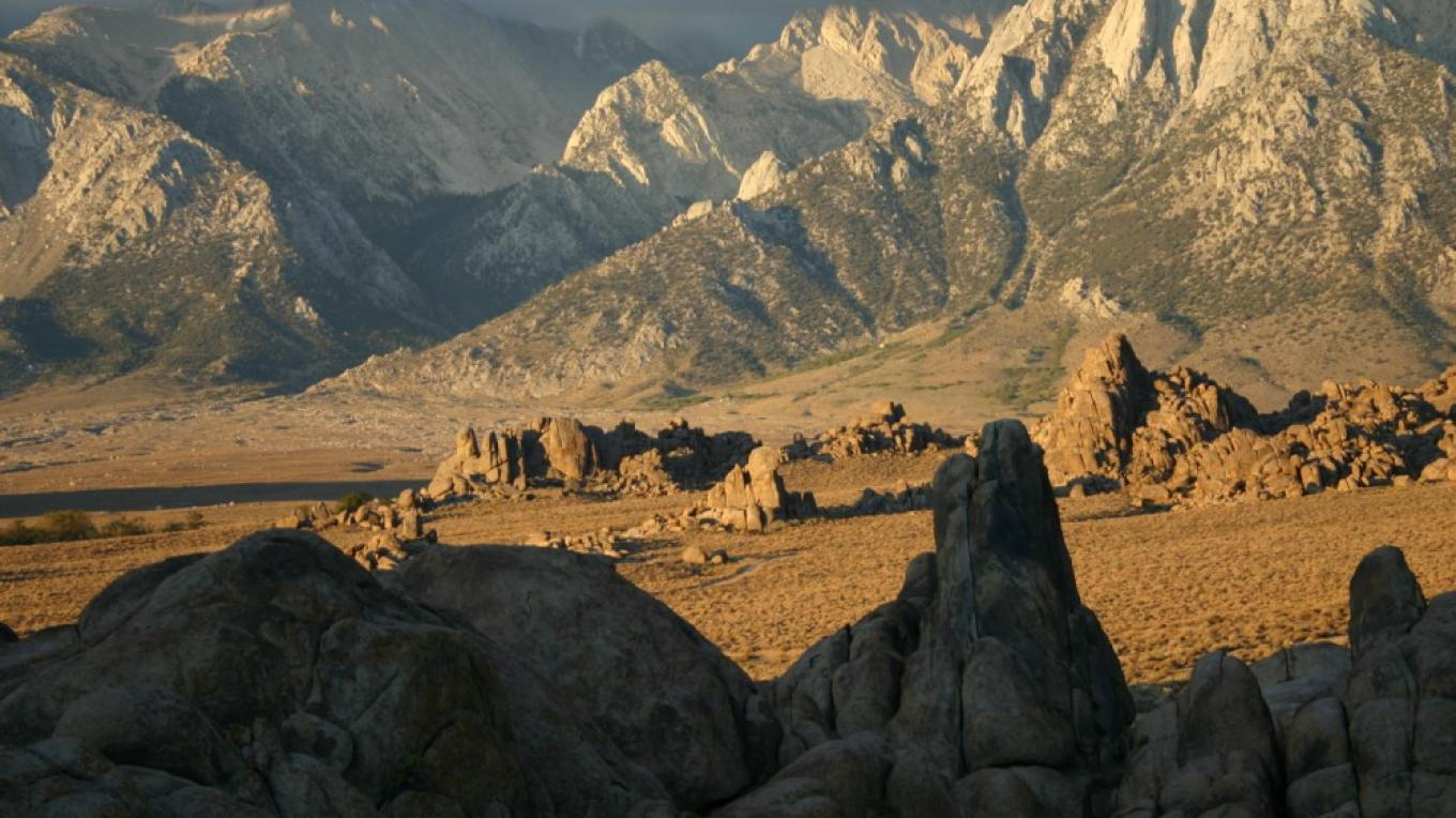 The Alabama Hills at sunrtise. – Langley