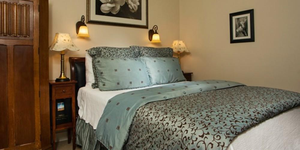 The Goldfields Suite at the Victoria Inn in Murphys, California: http://www.victoriainn-murphys.com – Digimanstudios.com