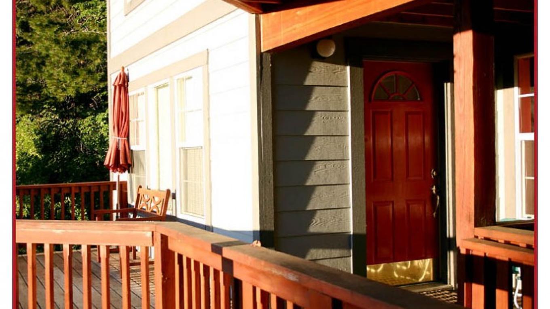 The Red Door apt. @ the Yosemite Sunset House