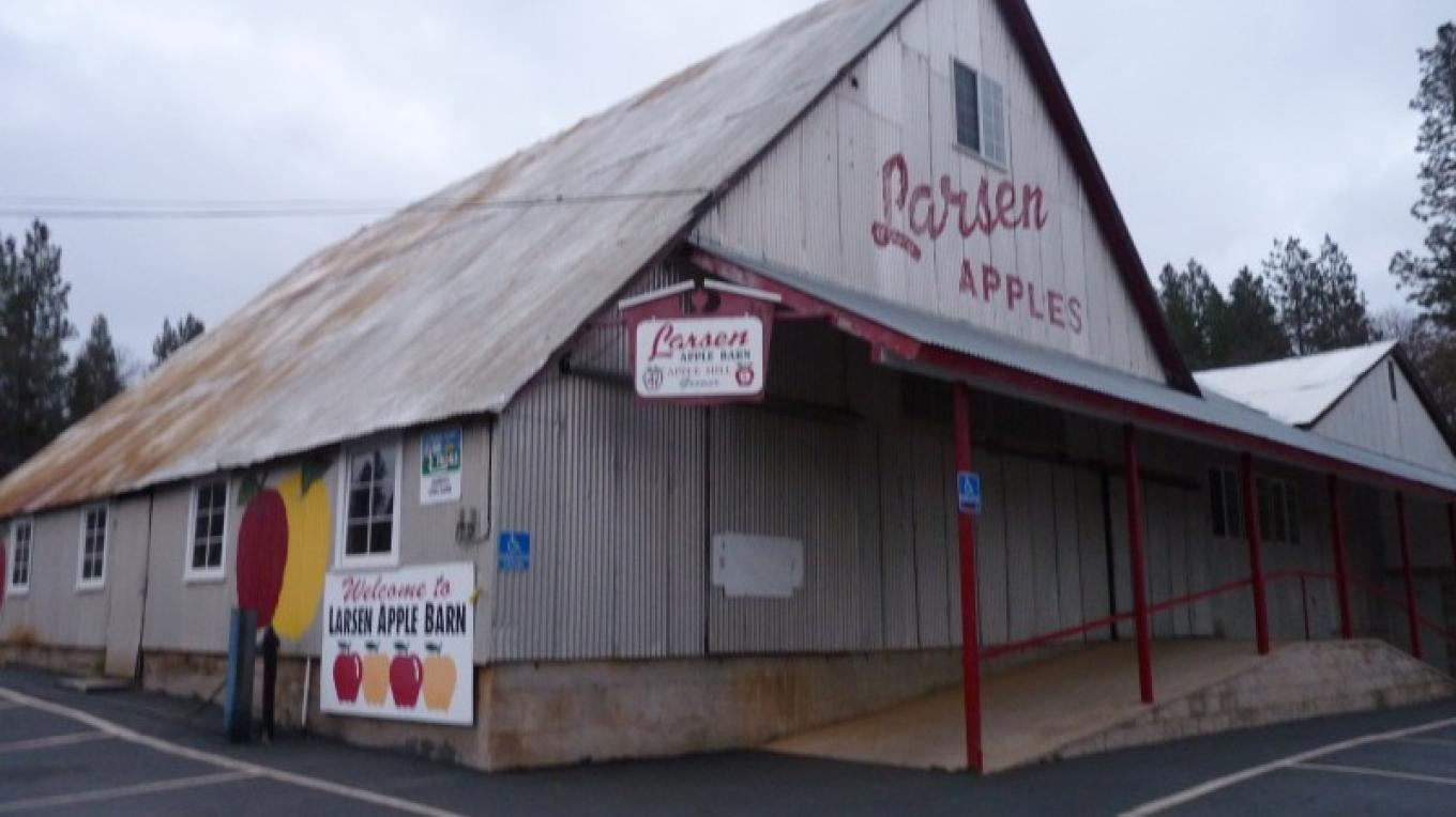 Larsen Apple Barn – Christa Campbell