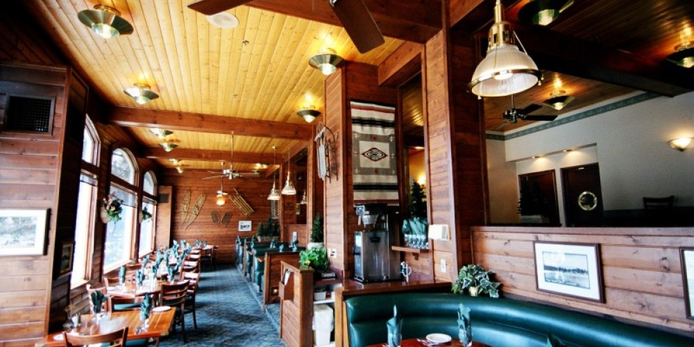 Ducey's on the Lake DIning Room – www.basslake.com