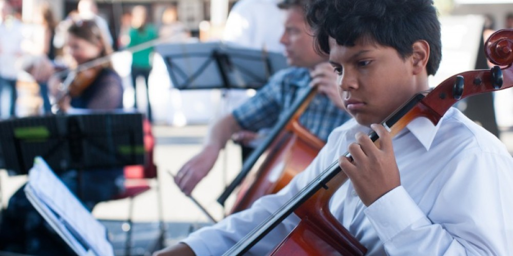 Young musicians from Chamber Music Unbound entertaining at the Saturday evening Grand Tasting Event. – Minaret Photography