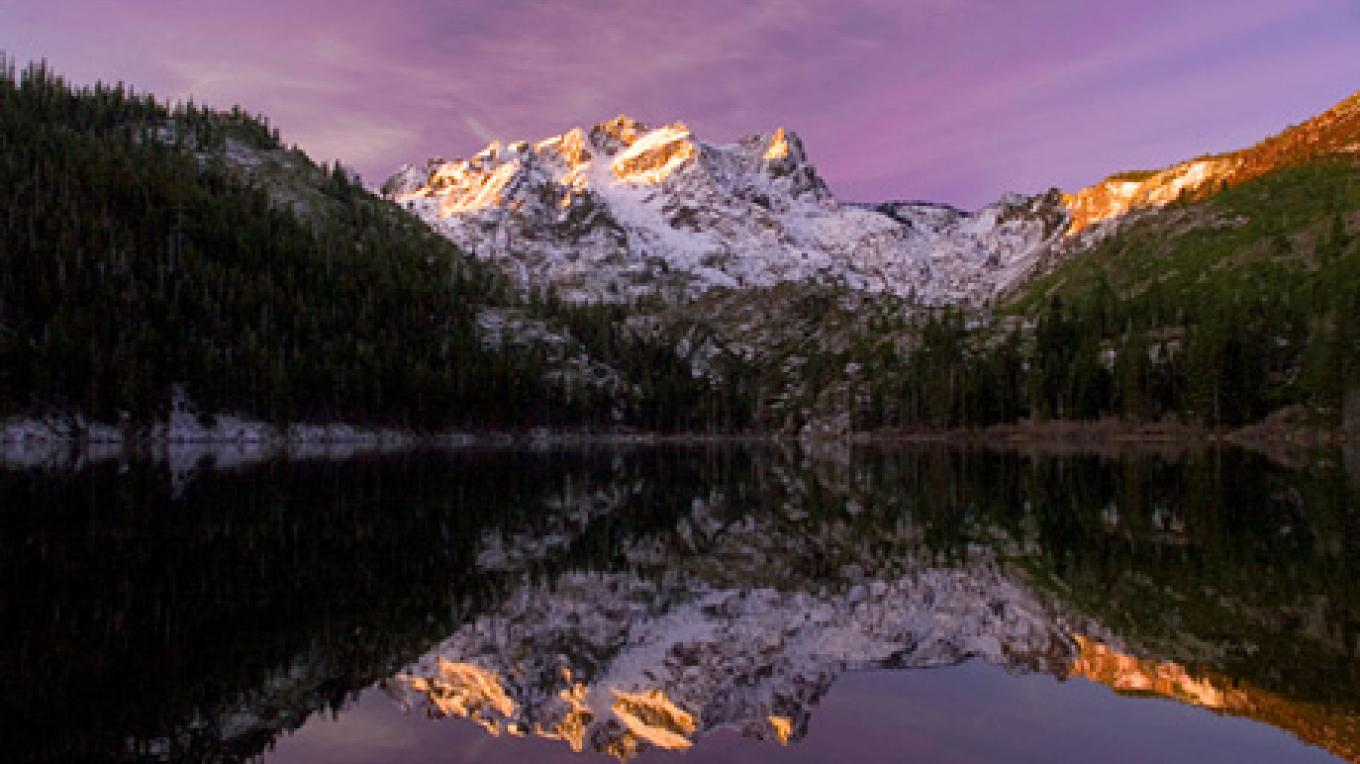 Sunrise on Sardine Lakes Sierra Buttes – Darby Hayes Photography