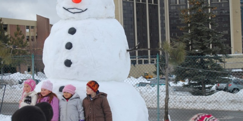 Giant Snowman at the sleighride – Dwight Borges