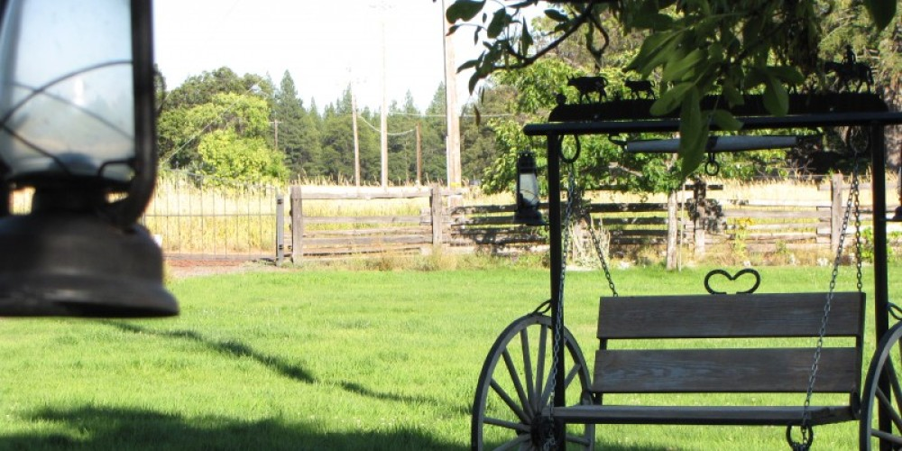 The inviting lawn at Spinner Fall Lodge has benches with views of the river and also horseshoe pits. – Ben Miles