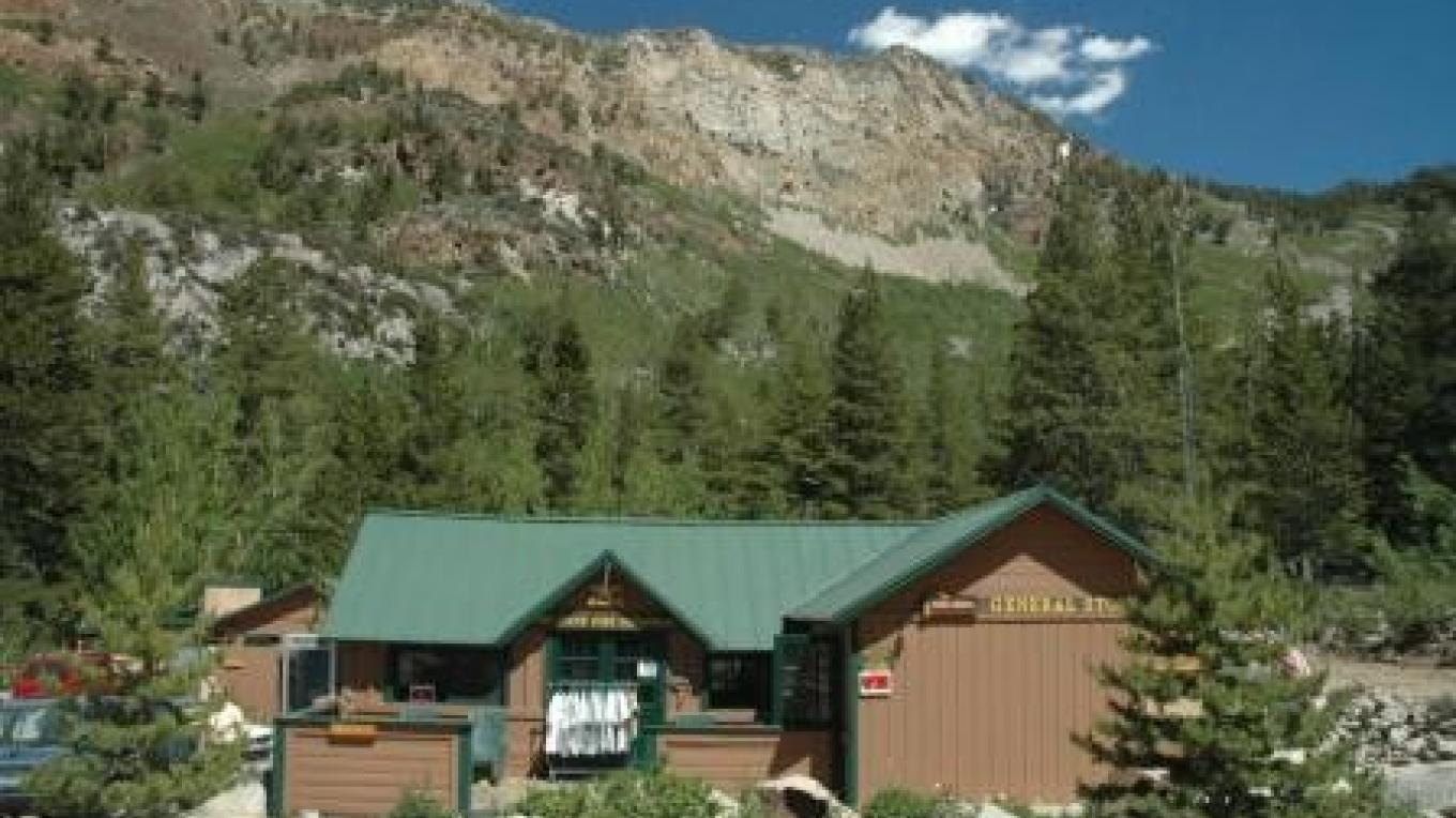 Parchers Resort offers cabins, a restaurant, local fishing knowledge and boat rentals on South Lake. – Parchers Resort