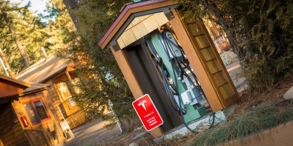 Tesla/Universal Charging Station – Cedar Glen Lodge